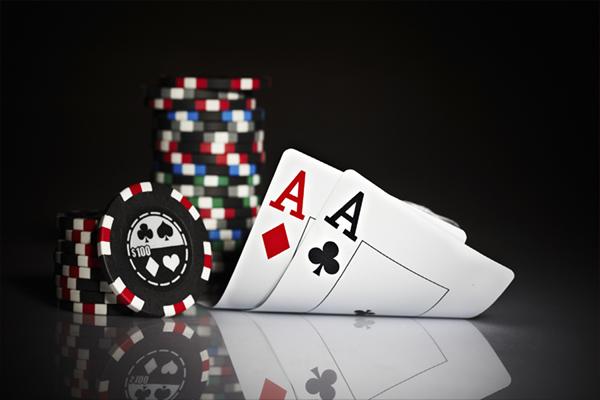 Riesgo y estrategias de Ganarse la vida jugando al póker online